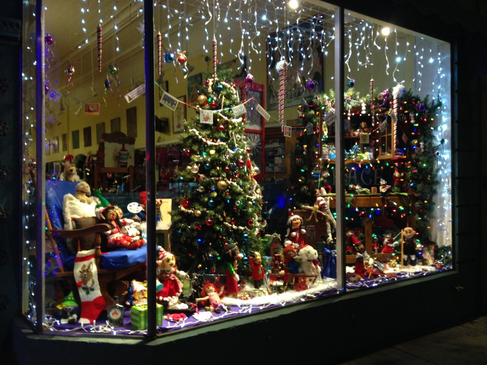 beads and beyonds holiday window 2016